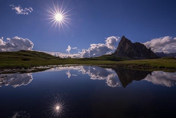 Passo_Giau_Sunburst_dolomites_italy