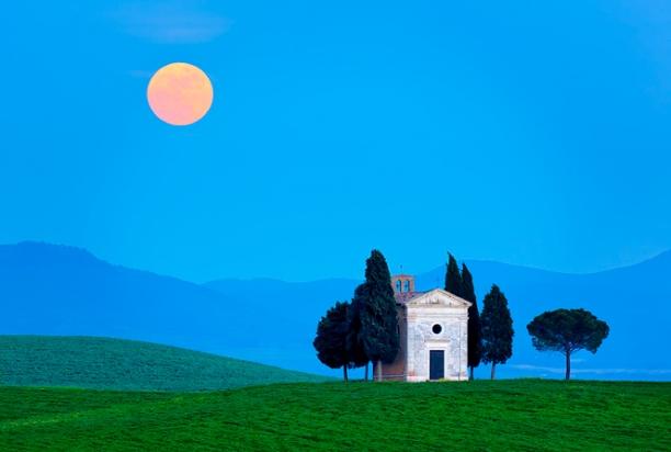 Moonrise_Vitaletta_Tuscany_Italy