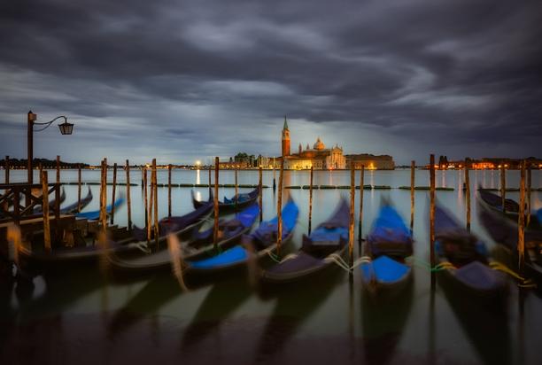Venice_Italy_Gondolas_1293