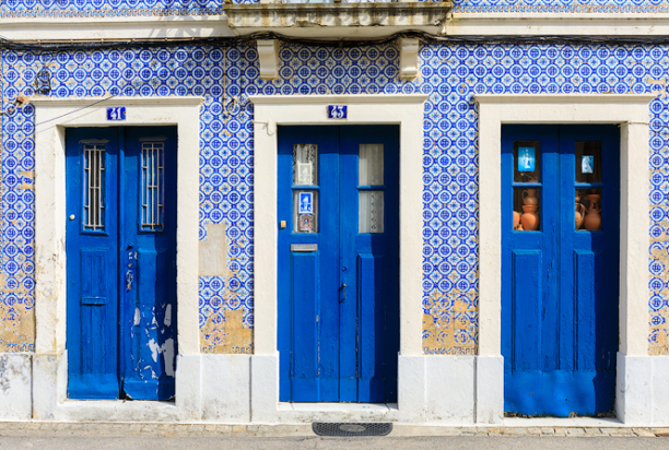 colorful house aveiro portugal photo tour