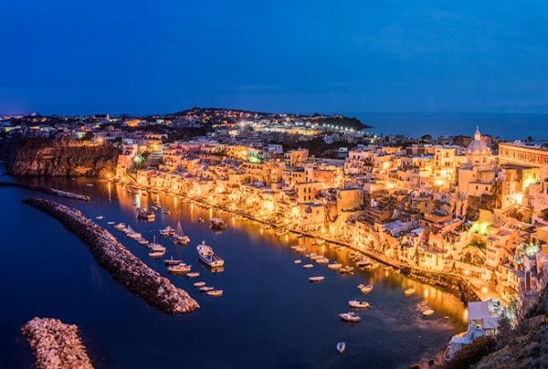 marina_corricella_night_procida_Italy