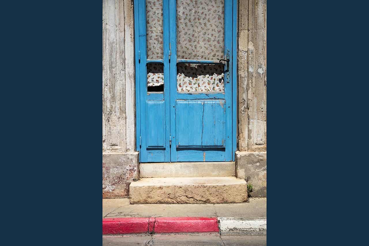 France_Provence_blue-door-with-curtains_2018