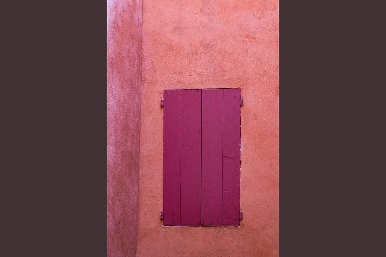 France_Provence_pink-wall-and-window_2018