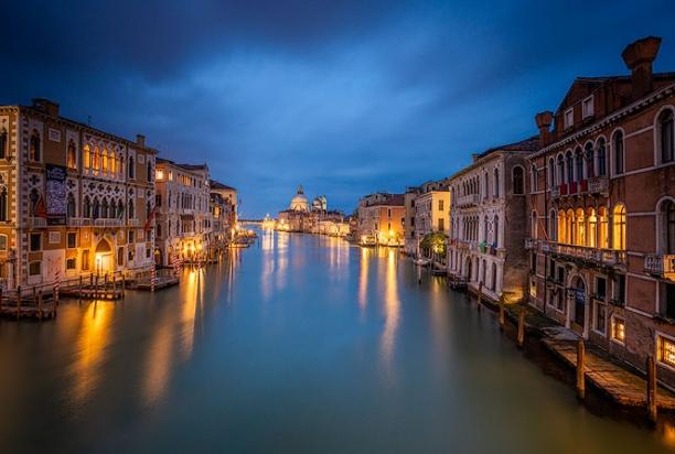 Accademia_bridge_venice_italy