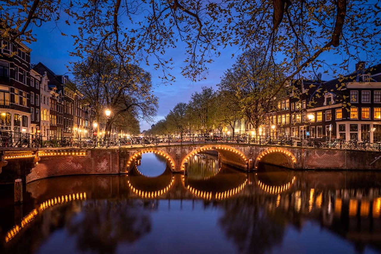 Amsterdam_Night_Bridge_Canal