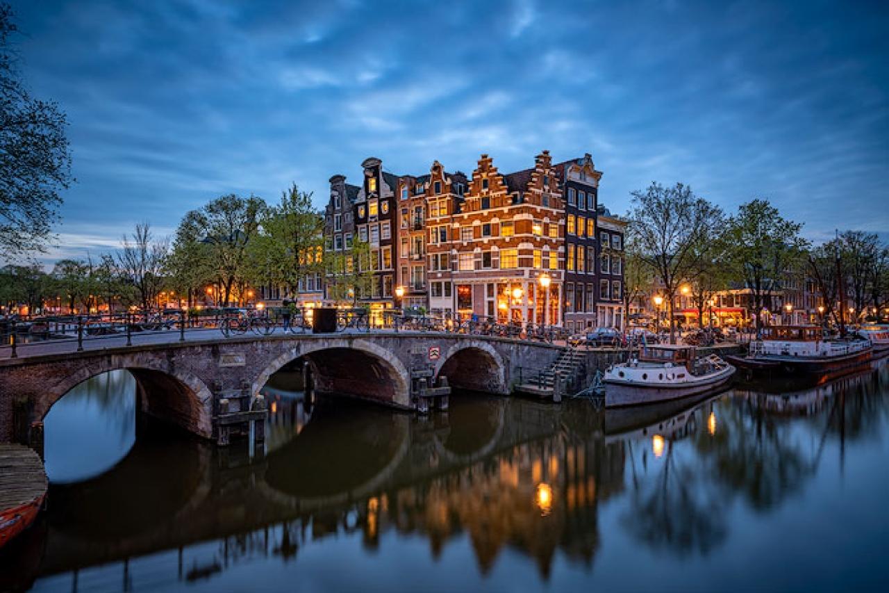 Amsterdam_Night_Scene_Canal