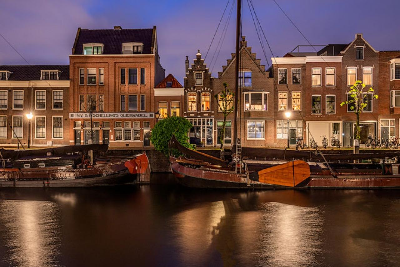 Delfshaven_night_scene_canal_netherlands