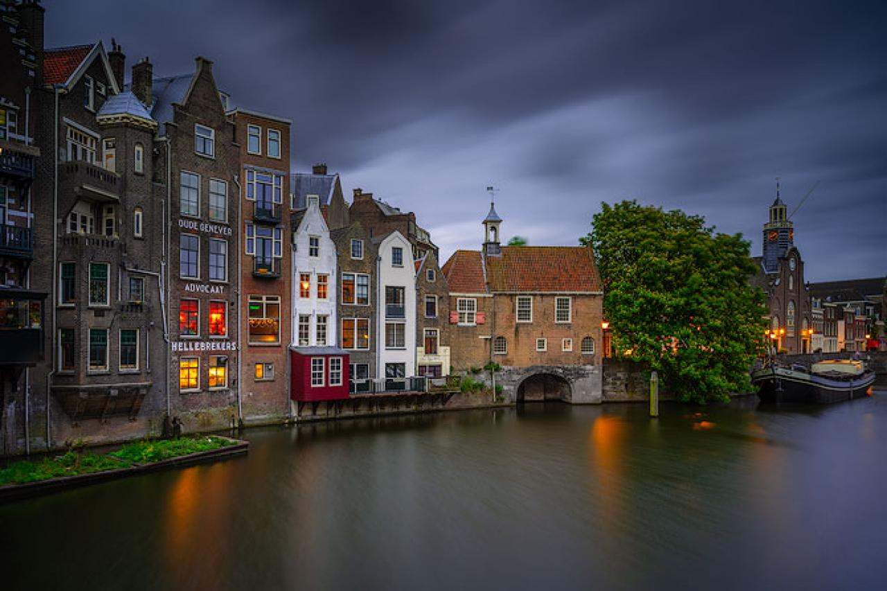 Delfshaven_night_scene_canal_netherlands_2
